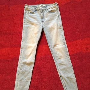 Light wash Abercrombie skinny jeans